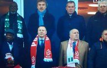 Jacek Kurski i Grzegorz Schetyna siedzieli niedaleko siebie na meczu Polska-Nigeria. Zdjęcie szeroko komentowane w sieci