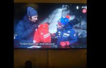 Kamil Stoch otrzymał prezent od norweskiego dziennikarza. Nasz skoczek nie potrafił ukryć zachwytu [WIDEO]