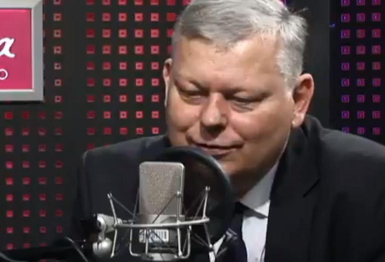 Kuriozalna rozmowa na antenie Polskiego Radia. Suski z PiS mówił o... broszce i pierścionku dziennikarki.