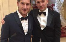Francesco Totti i Andrij Szewczenko zrobili sobie wspólne zdjęcie. Internauci zwracają uwagę na