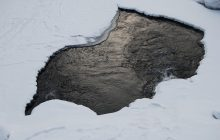 Nie żyje 50-latek, który wędkował na jeziorze. Wpadł pod lód