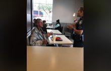 Chciał kupić bezdomnemu jedzenie w McDonald's. Kierownik wezwał policję