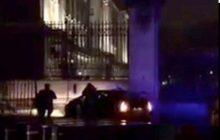 Samochód wjechał w bramę Pałacu Buckingham! Wszyscy myśleli, że to zamach [WIDEO]