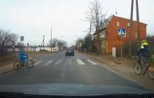 Dziecko wyjechało rowerem wprost pod samochód. Było o włos od tragedii [WIDEO]