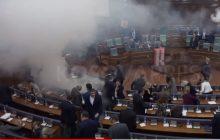 W parlamencie Kosowa rozpylono gaz! Opozycja chciał w ten sposób zablokować głosowanie [WIDEO]