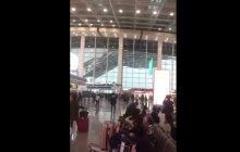 Chiny: Zawalił się dach lotniska. Wszystko nagrano!