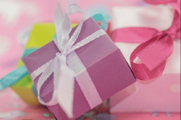 Zbliża się Dzień Matki. Jaki prezent wybrać? Oto kilka propozycji, które skradną jej serce