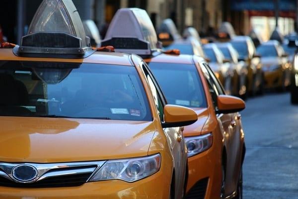 Autonomiczny samochód śmiertelnie potrącił kobietę. Uber zawiesza testy