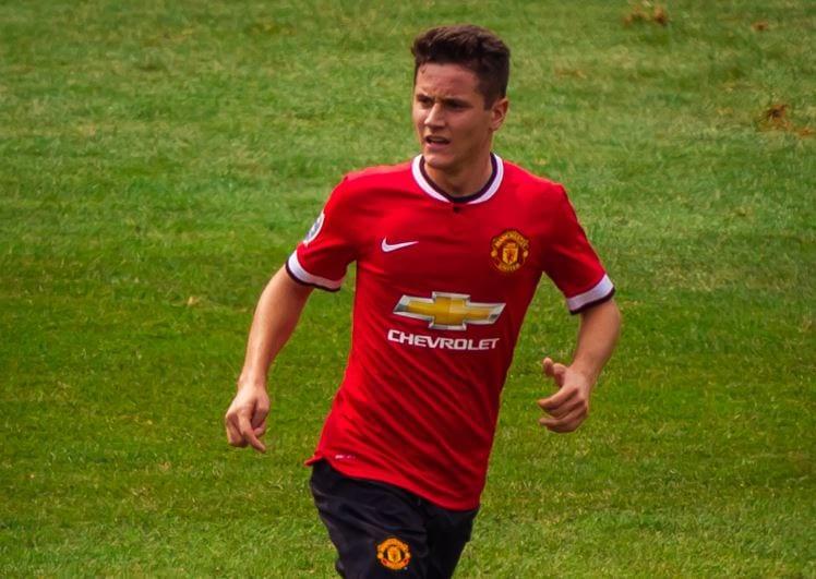 Burza w Anglii po zachowaniu gracza Manchesteru United. Celowo opluł herb rywala? [WIDEO]