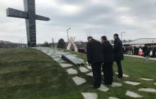 Węgry: Morawiecki i Kaczyński odsłonili pomnik smoleński