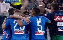Niesamowite! Napoli pokonuje Juventus po golu w ostatniej minucie i zwiększa swoje szanse na mistrzostwo Włoch [WIDEO]