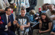 To pytanie niepełnosprawnego chłopaka do Morawieckiego podbija sieć. Tysiące polubień na Twitterze!