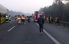 Na autostradę A1 wyjechał... traktorem. Wiózł zwierzęta z cyrku. Doszło do wypadku