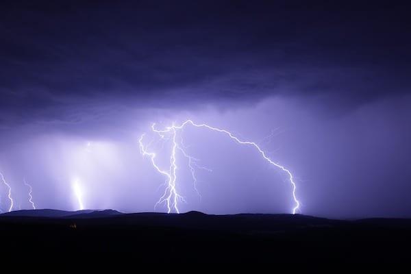 Szykuje się gwałtowne załamanie pogody. Dla tych województw wydano ostrzeżenia!