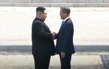 Kim Dzong Un i Moon Dze In spotkali się na granicy! To historyczny moment dla Korei Północnej i Południowej [WIDEO]