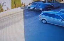 Wsiadł do samochodu mając... 4 promile. Jeździł od krawężnika do krawężnika [WIDEO]
