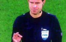 Dziwne zachowanie sędziego przed meczem Ligi Mistrzów. Pokazał na palcach wynik meczu?! Padł dokładnie taki sam [WIDEO]