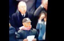 W ten sposób były trener Liverpoolu zareagował na gola w meczu z Romą. W 2001 roku przeszedł operację serca [WIDEO]