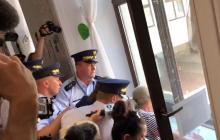 Awantura w Sejmie: Protestujący chcieli wywiesić baner. Interweniowała Straż Marszałkowska