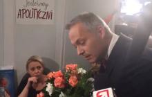 Jacek Żalek przeprasza za swoje słowa. Polityk przyszedł do protestujących w Sejmie z kwiatami