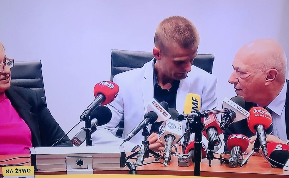 Tomasz Komenda ujawnił, że będzie walczył o ponad 10 milionów złotych odszkodowania. Zwrócił się też do jednego z dziennikarzy