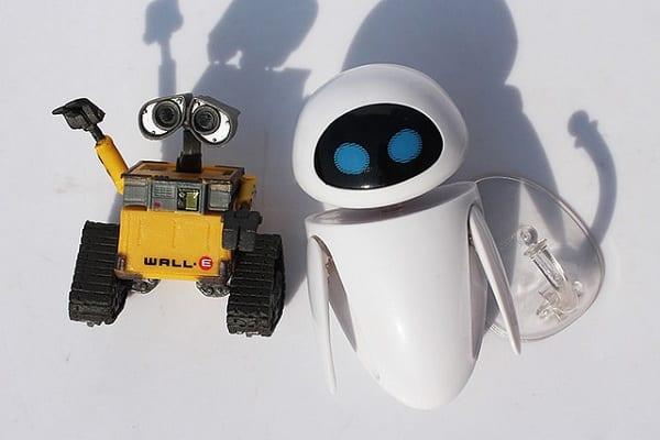 Roboty zastępują ludzi w coraz bardziej wymagających zawodach. Ekspert przewiduje, co czeka nas w przyszłości