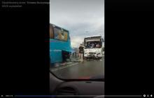 Wypadek dwóch autokarów z dziećmi. Jeden z kierowców nagrał film z miejsca zdarzenia [WIDEO]