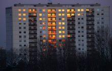W jego mieszkaniu przez całą noc paliło się światło. Sąsiedzi zawiadomili policję. Mężczyźnie grozi 3 lata więzienia [FOTO]