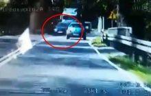 20-latek wyprzedzał na zakręcie trzy samochody, w tym TIR-a. Cudem uniknął zderzenia. Wszystko zarejestrowała policyjna kamera [WIDEO]