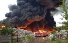 Zgierz: Wielki pożar wysypiska śmieci. Z ogniem walczy 45 zastępów Straży Pożarnej [FOTO]