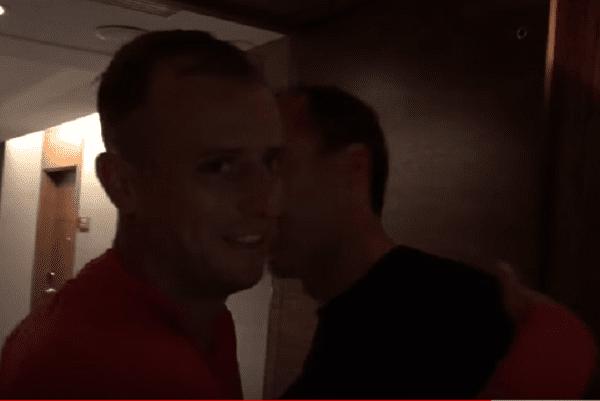 Robert Kubica odwiedził piłkarzy reprezentacji. Uciął sobie pogawędkę z Robertem Lewandowskim [WIDEO]