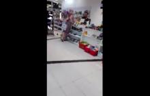 Kobieta wywołała awanturę przy sklepowej kasie. Sprzedawca musiał przed nią uciekać! [WIDEO]