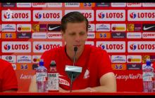 Zabawna sytuacja na konferencji reprezentacji Polski. W ten sposób Wojciech Szczęsny wygrał zakład [WIDEO]