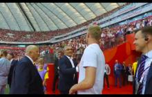 Kamil Glik pojawił się na meczu z Litwą. Tak witał się z piłkarzami i Adamem Nawałką [WIDEO]