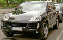 Złodzieje ukradli Porsche Cayenne spod komisariatu w Augustowie. Auto miało być dowodem w sprawie