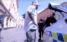 Policja złapała poznańskiego rapera. Palił marihuanę [WIDEO]