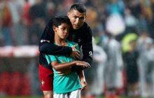 Syn Cristiano Ronaldo zrobił furorę wśród kibiców na meczu z Algierią. Strzał z przewrotki zrobił na nich największe wrażenie [WIDEO]