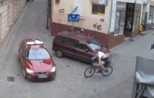 Bydgoszcz: Kamery nagrały bardzo groźny wypadek rowerzysty [WIDEO]