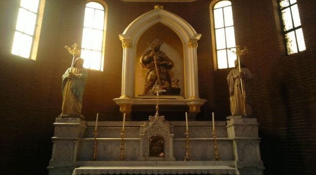 Rzeźba św. Mikołaja we włoskim kościele/ Wikimedia Commons