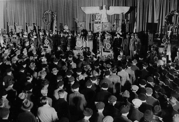 Heinrich Himmler ogłasza powołanie Volkssturmu/fot. Bundesarchiv