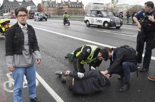 Zamach Photo: Znani Dziennikarze Drwią Z Zamachu W Londynie. Tylko
