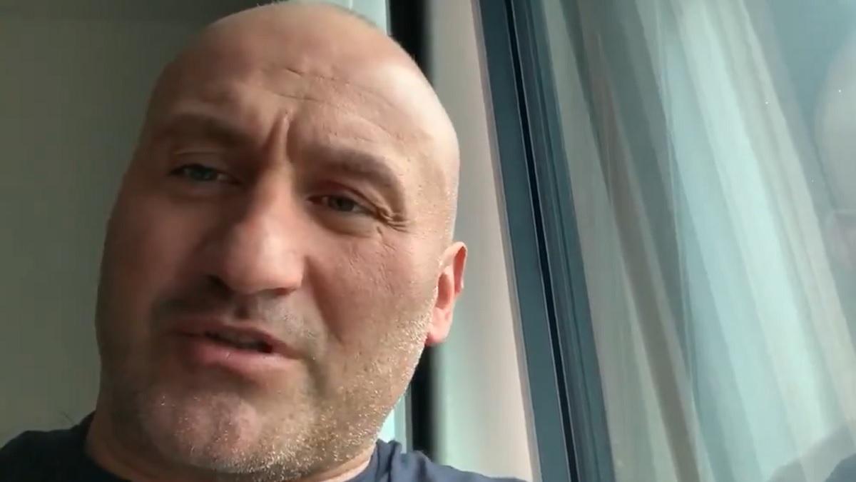 Marcin Najman znowu szuka lewaków. Założył kominiarkę
